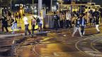 Randalierer, Gaffer und Partygänger flüchten vor der Polizei in Zürich (18. September 2011). In jener Nacht sind in Zürich zum dritten Mal innert 24 Stunden Krawalle ausgebrochen. Rund um den Hauptbahnhof und dem Central lieferten sich die Chaoten Gefechte mit der Polizei.