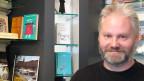 Daniel Cassaday im «Bebbi-Treff» - Hier sollen nicht nur Bücher und Fotos über Basel verkauft, sondern auch ganz viel Wissen ausgetauscht werden.