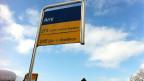 Die Postautohaltestelle Arni im kleinsten ÖV-Netz der Schweiz