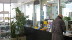 Die Post und die Sparkasse Trogen teilen sich in Trogen AR eine Schalterhalle.