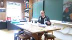 Die Schule Lindental/BE: Lehrer André Schibli bei der Vorbereitung