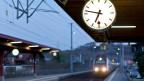 Präzisionsarbeit aus dem Emmental: Die typische Schweizer Bahnhofsuhr