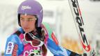 Tina Maze hält ihre Stöckli-Skier in die Kamera. Hier nach ihrem Sieg im Super G von Cortina d'Ampezzo am 20. Januar 2013.