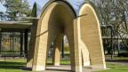 Die Kuppel aus Stampflehm steht auf dem Campus der ETH Zürich.