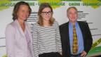 Drei Kandidatinnen und Kandidaten vor dem Logo der neuen Baselbieter Partei Grüne-Unabhängige