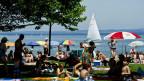Badegäste geniessen den Sommer in der Badi Arbon.
