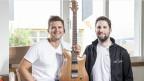 Die Gitarrenbauer Silvan Küng und Pirmin Giger