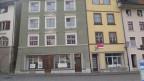 Das historische Städtchen Laufenburg am Rhein: viele Häuser sind bereits etwas heruntergekommen, andere stehen zum Verkauf.