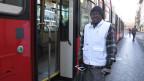 Benjamin Manga aus Kamerun bei seinem Einsatz für das «Team Sauber» in Bern.