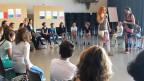 Kinder erzählen sich Geschichten