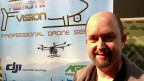 Ueli Sager bringt den Landwirten den Einsatz der Drohnen näher.