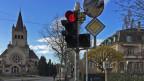 Rechtsabbiegen bei Rot soll für Velos schweizweit möglich werden.