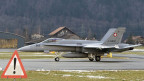 Kampfjet auf dem Flugplatz Meiringen-Unterbach
