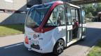 Einer der zwei kleinen Elektro-Shuttlebusse, welche bis zu elf Personen transportieren.