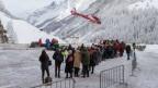 Zahlreiche Gäste wollten mit dem Helikopter Zermatt verlassen.