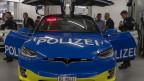 Ein Tesla für die Basler Polizei: Das erste der neuen Fahrzeuge.