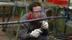 Ein Handwerkerlehrling bei der Arbeit.