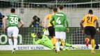 St. Gallens Lawrence Ati Zigi haelt den ersten Penalty durch YBs Guillaume Hoarau, beim Fussball Super-League Spiel zwischen dem FC St. Gallen und dem BSC Young Boys Bern, am Sonntag, 23. Februar 2020, im Kybunpark in St. Gallen.