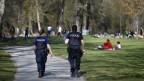 polizei patroulliert im Park