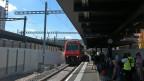 Mit Verspätung traf die 1. S-Bahn auf Gleis 8 ein.
