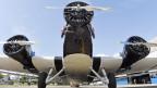 altes dreimotoriges Flugzeug von vorne