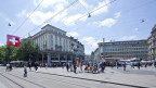 Der Blick auf den Paradeplatz mit dem Tramhäuschen und den schönen alten Bauten.