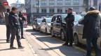 Taxifahrer warten auf Kunden.