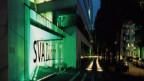 Glasgebäude beleuchtet in der Nacht