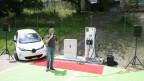 Stephan Kaufamann da Viamala Turissem inaugurescha l'emprim tancadi spert per autos electrics a Tusaun.