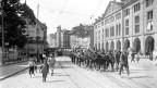 Fotografia d'ina musica militara a Berna enturn il 1914