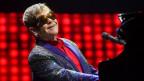 Elton John durant in concert