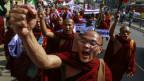 Protest da muntgs budists a Rangun, Myanmar, 11-02-2015.
