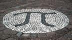 Il bustab grec è il simbol matematic per la cifra «pi» qua in mosaic avant l'universitad da Berlin.