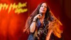 Alanis Morissette durant in concert