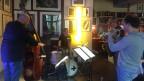La band ad hoc durant l'emprova en la bar dal Marsöl a Cuira.