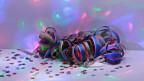Bindels da colurs e confettis