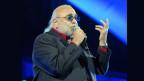 Il chantadur Demis Roussos da la band Aphrodites Child durant in concert l'onn 2006