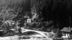 Veglia fotografia en alv e nair da la punt da Robert Maillart a Tavanasa. Construida il 1905, ida cun la bova dal 1927