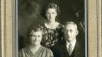 Fotografia en alv e nair da Georg Dolf cun dunna e figlia