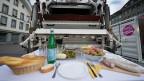 Rund ein Drittel der Nahrung landet in Europa im Abfall. Das Bild entstand während der Ausstellung «food waste» im Oktober 2012.