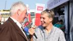 «Seit dem frühen Morgen läuft alles wie am Schnürchen»: Rolf Gasser vom Schwingfest-OK mit Reto Scherrer.