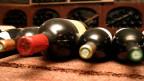 Wein sollte im Dunkeln gelagert werden.
