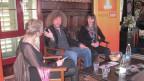 Filmemacher Luke Gasser und Künstlerin Judith Albert (rechts) im Gespräch mit Anita Richner (links).