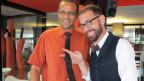 Jeroen van Rooijen mit Mike La Marrs Krawatte in der Hand.