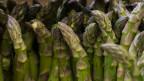 Grüne Spargeln.