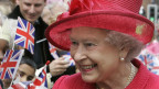 Königin Elisabeth II. an ihrem 80. Geburtstag in rotem Kleid und rotem Hut