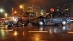 Unfallsituation - ein Autofahrer missachtet den Rechtsvortritt und es kommt zur Kollision.