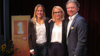 Die Gastgeberin Sonja Hasler posiert mit Barbara Lüthi und Ernst Wyrsch.
