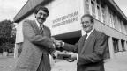FDP-Regierungsrat Eric Honegger (links) und Hans Hofmann schütteln sich bei der Einweihung 1989 die Hände.