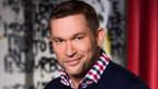 Philipp Tingler wirft einen sarkastischen Blick auf die Schönen und Reichen der Zürcher Gesellschaft (Bild: SRF)